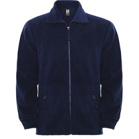 Jachetă Polar, cu guler înalt căptușit și fermoar injectat de aceeași culoare. Buzunare laterale cu fermoar, manșete elastice și talie cu reglare laterală. ;1089_55