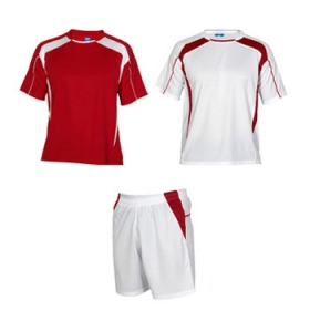 Echipament sportiv unisex compus din 2 tricouri + 1 pereche pantaloni. Inserții în contrast. Material respirabil, ușor, comod și care se usucă ușor. Echipament fără jambiere. | 0429_6001