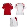 Echipament sportiv unisex compus din 2 tricouri + 1 pereche pantaloni. Inserții în contrast. Material respirabil, ușor, comod și care se usucă ușor. Echipament fără jambiere.; cod produs : 0429_6001